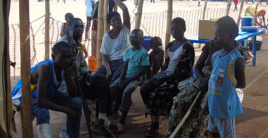 Situação dos refugiados na Lunda Norte Há um ano, na Província da Lunda Norte, houve um enorme fluxo migratório de pessoas vindas da República Democrática do Congo. Instalaram-se mais precisamente no município do Dundo, mais de 30 mil refugiados.